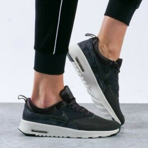 Nike Air Max Thea Lx Womens Lifestyle Shoes White Rose Grey GER